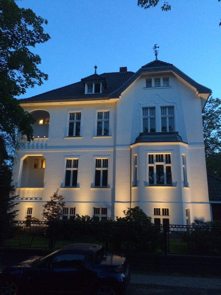 "...Berliner-Apartment...  ""Belle Etage"""
