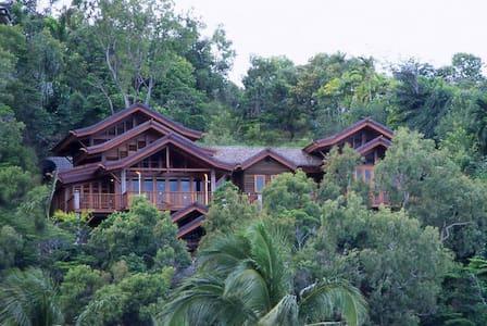 Villa Empat Puluh Dua - ポートダグラス - 別荘