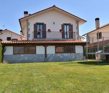 Gure Ametsa,casa rural con encanto. Ideal familias