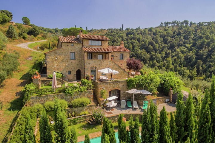 Lavish Villa in Cortona with Swimming Pool
