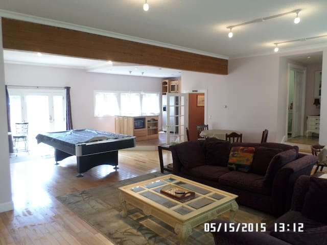 Beautiful 7 Bedroom with Hot Tub - Pittsfield - Casa