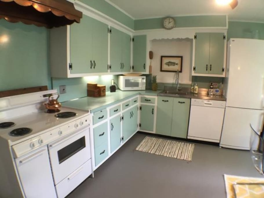 Luna 39 s beach cottage houses for rent in greenport new for Aki kitchen cabinets