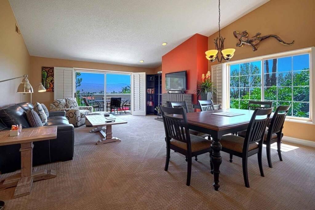 Living room/ dinning room