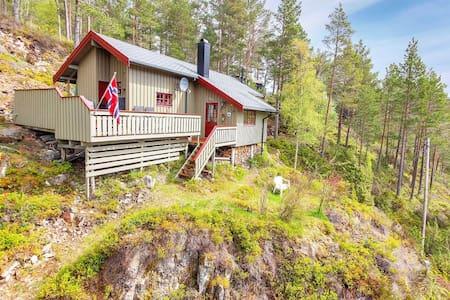 Skråninga- cozy cabin with ocean view
