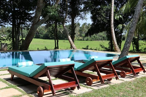 Luxury Private Paddy Villa w pool, staff, bfast