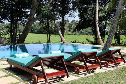 Luxury Private Paddy Villa w piscină, personal, bfast