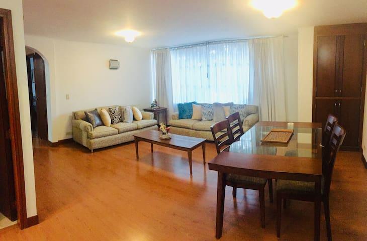 Cálido y encantador apartamento en Unicentro!