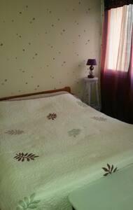 Chambre dans petite maison bourg - Augan - Dom