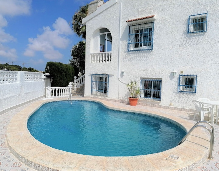 2-bed Villa (Sleeps 6) with pool - Upper Level
