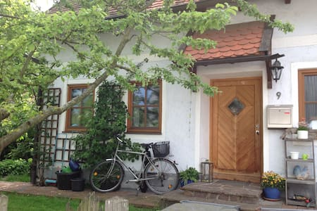 Hexenhaus mit Apfelbaum - 弗賴辛(Freising)