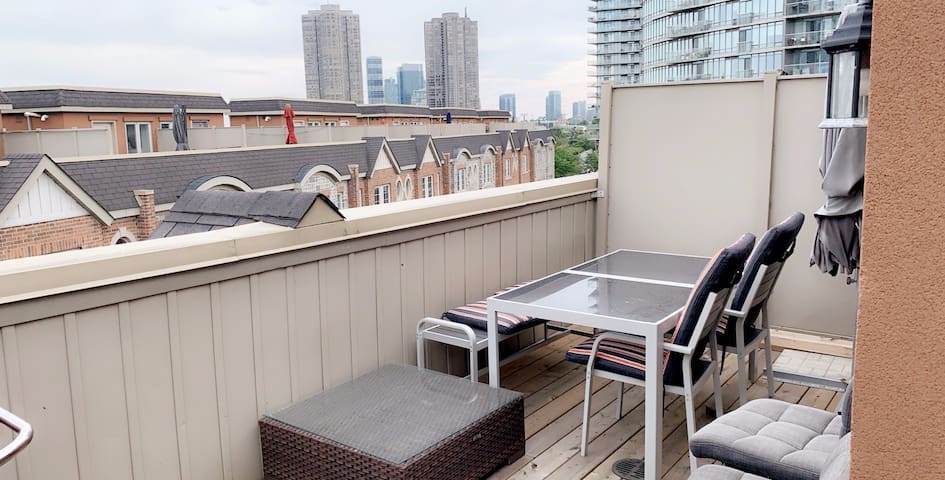 Beautiful TownHouse by the Lake, 5min Downtown T.O