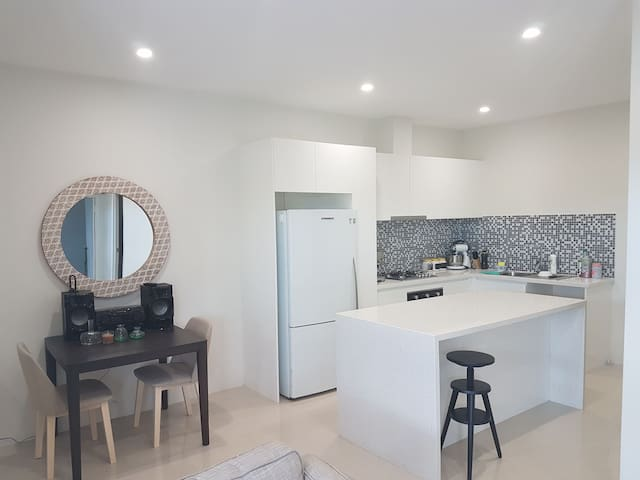 Brand New apartment close to Thornlie station