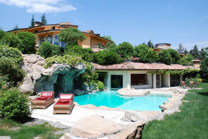 Expo gateway with pools and Jacuzzi - Piacenza - Villa