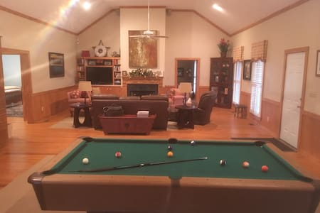 Beautifully decorated, large cabin in Tarboro - Tarboro - Dom