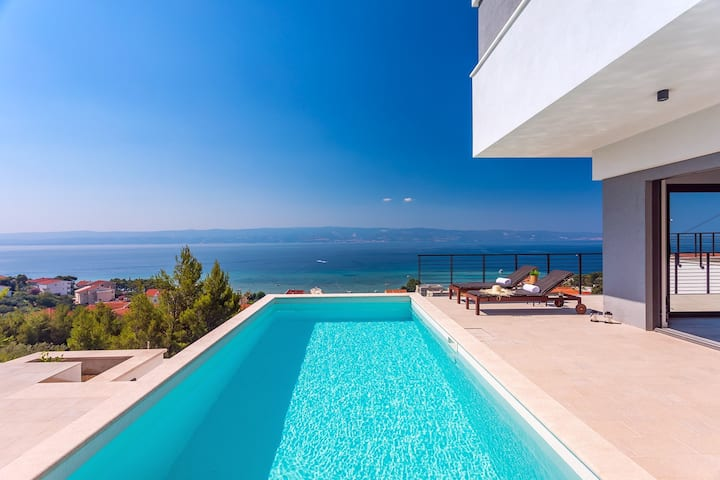 NEW Seaview Villa Vivra with 4 ensuite bedrooms gym and private pool