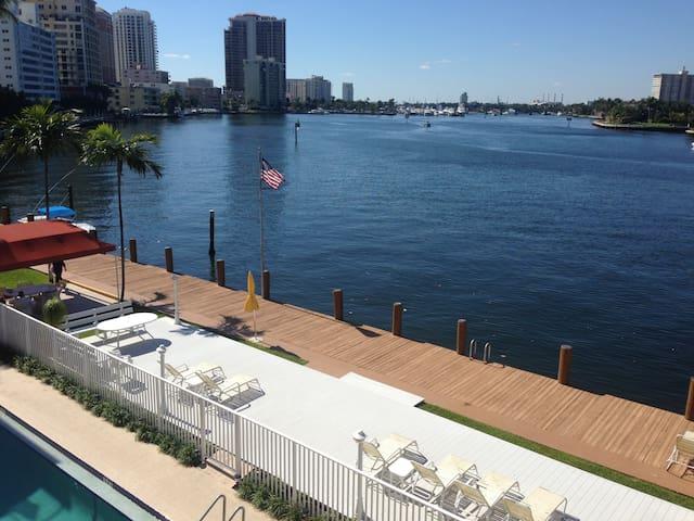 Luxury Beachside Get-Away - Fort Lauderdale