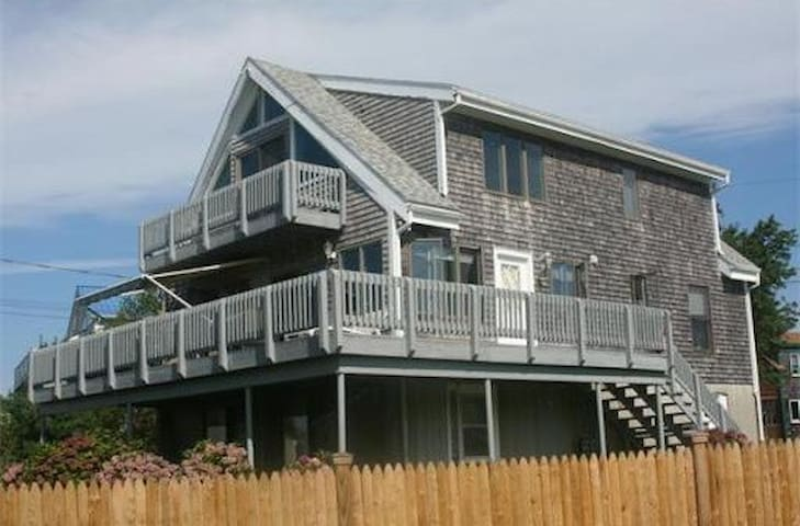 Ocean View Home Walkable to Beach - Fairhaven - Casa