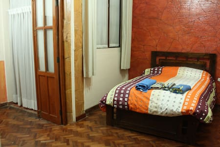 Spacious apt in Sucre City Town - Sucre - Apartment