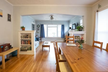 Spacious 2-Bedroom Vintage House - Portland - House