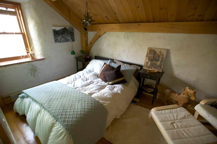 Timber Frame Straw Bale Rural home - Steinbach - Talo