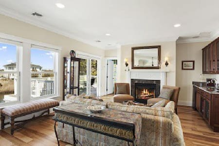 IDYLLIC BAYSIDE SUITE IN WESTHAMPTON NEAR WINERIES - 단독주택