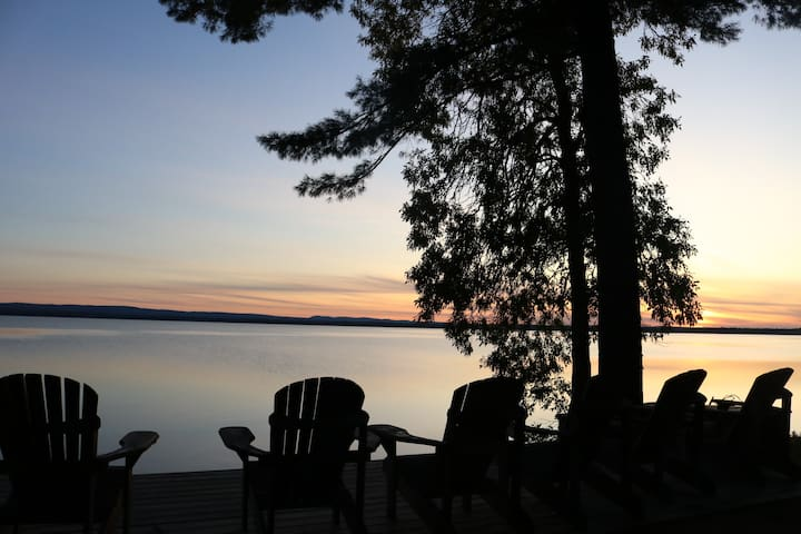 3 bdrm house w great views + access on Golden Lake