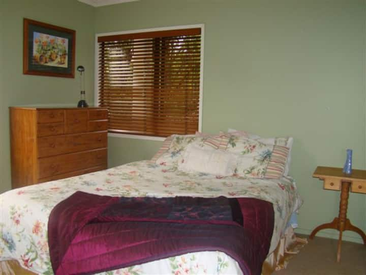 Herald Island Auckland dble bedroom