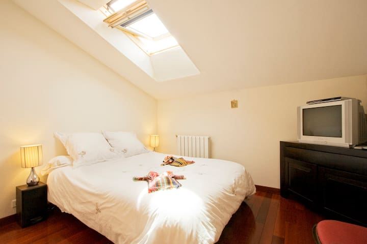 Your bedroom # 2 with additionnal fees if you want for childrens, grands-parents, friends