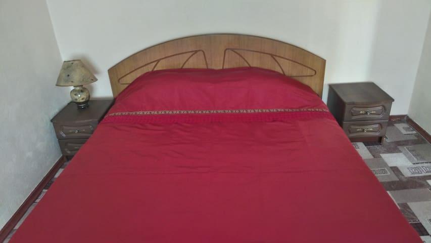 уютная квартира в красных тонах - Kherson - Lakás