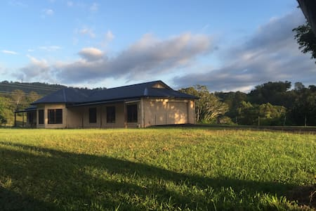 1/2 house on 24 Acres close to town and beaches - Perwillowen