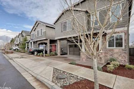 Simple Style in Central Beaverton