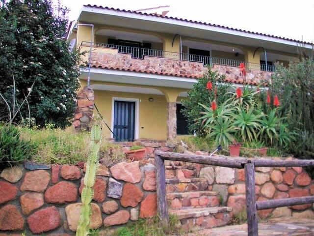 Villa vista mare  2km dalle spiagge - Cardedu - House