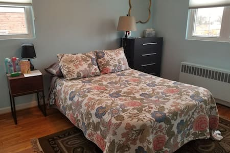 Private Bedroom in charming and quirky Takoma, DC!