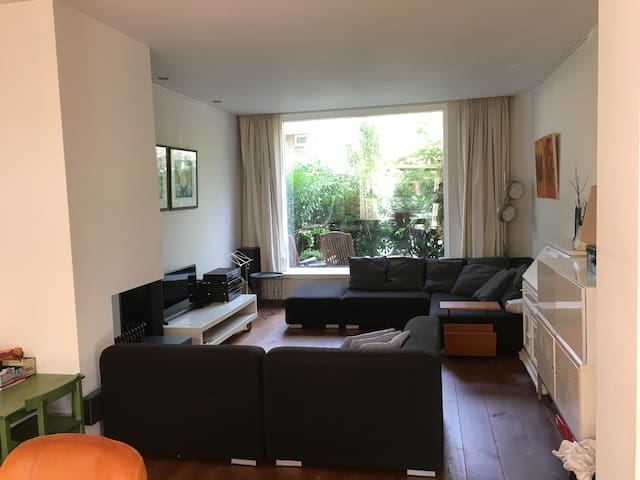 Family house in quiet street. Utrecht CS 2,3 km.