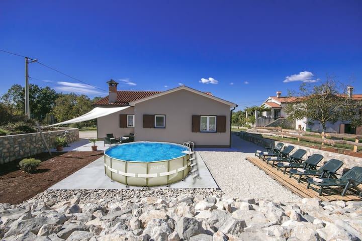 Casa Sotte with prefabricated pool and big garden - Albona - Casa