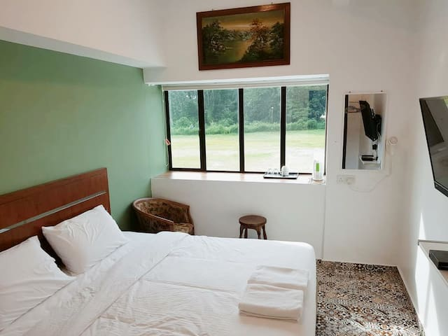 Pearl Inn Taiping King Bedroom with Garden View