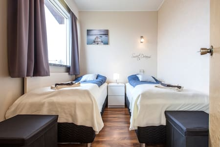 Single/Twin room near the airport - Gardur - Dům