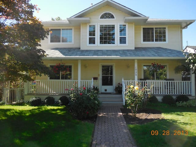 Private suite near lake & downtown - Kelowna - House