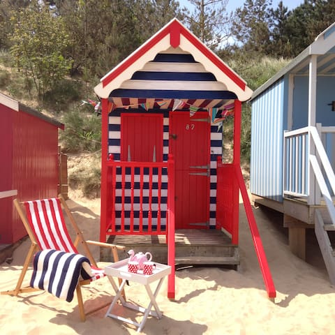 The Den, Beach Hut 82, Wells-next-the-Sea