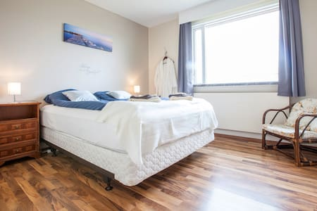 Double room close to Keflavik - Garður