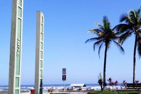 * Simples, barata e aconchegante, 15 min da praia!