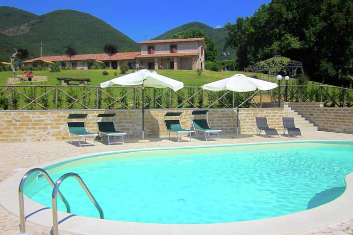Agritourismo with swimming pool and panoramic view of the Sabina region.