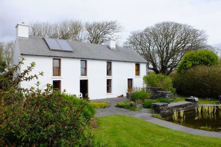 Secluded Rustic Cottage nr Schull - Schull - Kulübe
