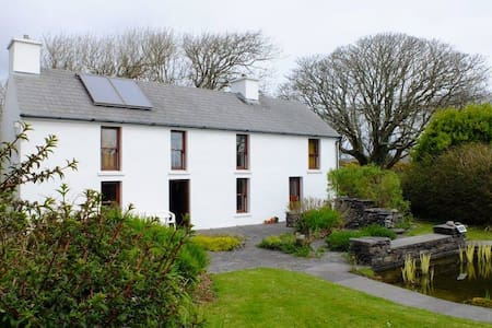 Secluded Rustic Cottage nr Schull - Schull - 小木屋