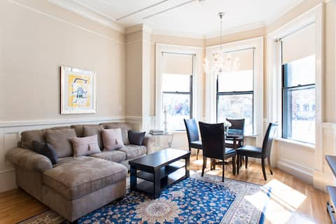 Large 2 BR 2 BA + Patio in Back Bay