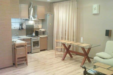 3-х комнатная квартира в центре города - Volzhskiy - Appartement