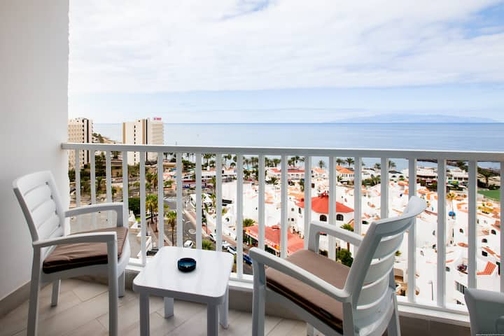 Apartment with a FABULOUS view in Las Americas