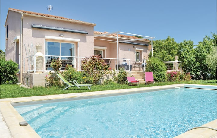 Amazing home in Sta Maria Poggio with WiFi and 3 Bedrooms