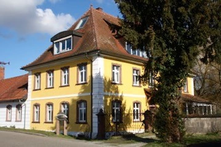 Bed and Breakfast  im Künstler Landhaus