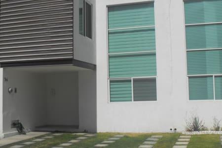 Excelente casa nueva, hermosa, moderna. - San Juan del Rio